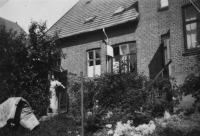 Ingeborg Zierau ved Hus i Slagelse, Danmark